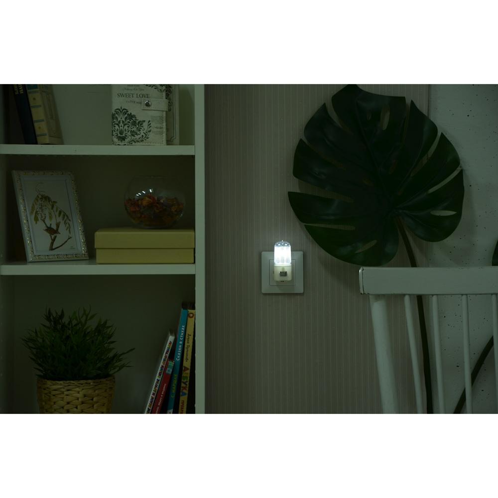 Ночник светодиодный 4 LED с выключателем, 220 В, 0,5 Вт, 8х7х3 см, пластик