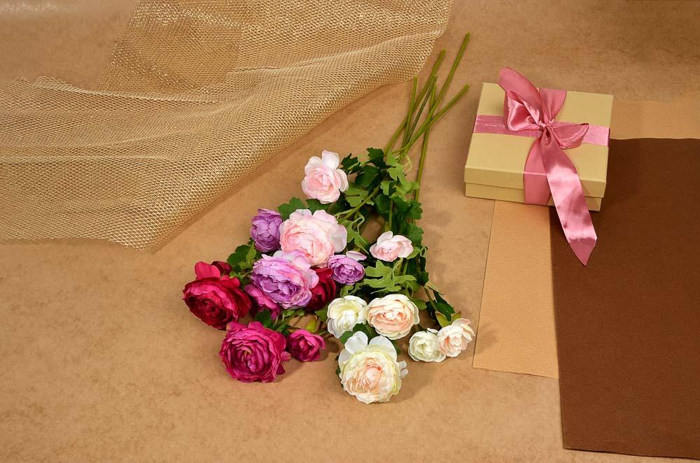 Цветок искусственный в виде ранункулюса, ветка, 60 см, пластик, полиэстер, 6 цветов