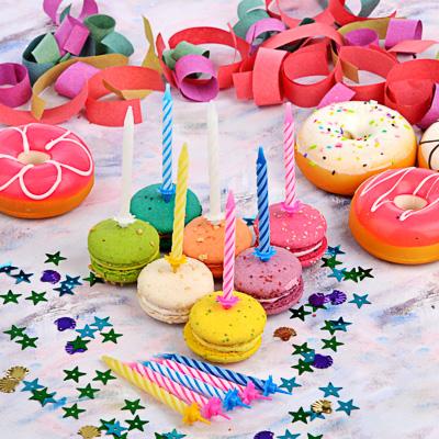 889-025 Свечи для торта 12 шт, 4 цвета