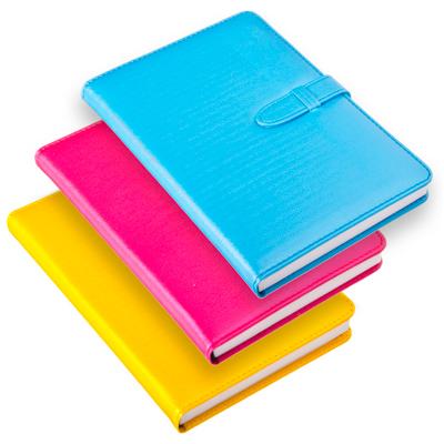 524-094 Блокнот с ремешком 21х14см, 140 листов, твердый переплет, бумага, полиуретан, 3 цвета