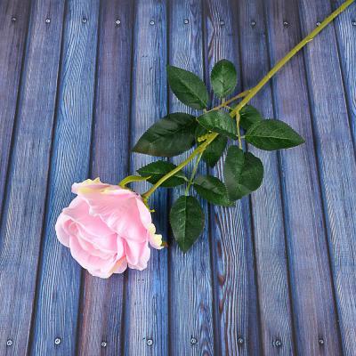 409-013 Цветок искусственный в виде розы, пластик, полиэстер, 64 см, 6 цветов